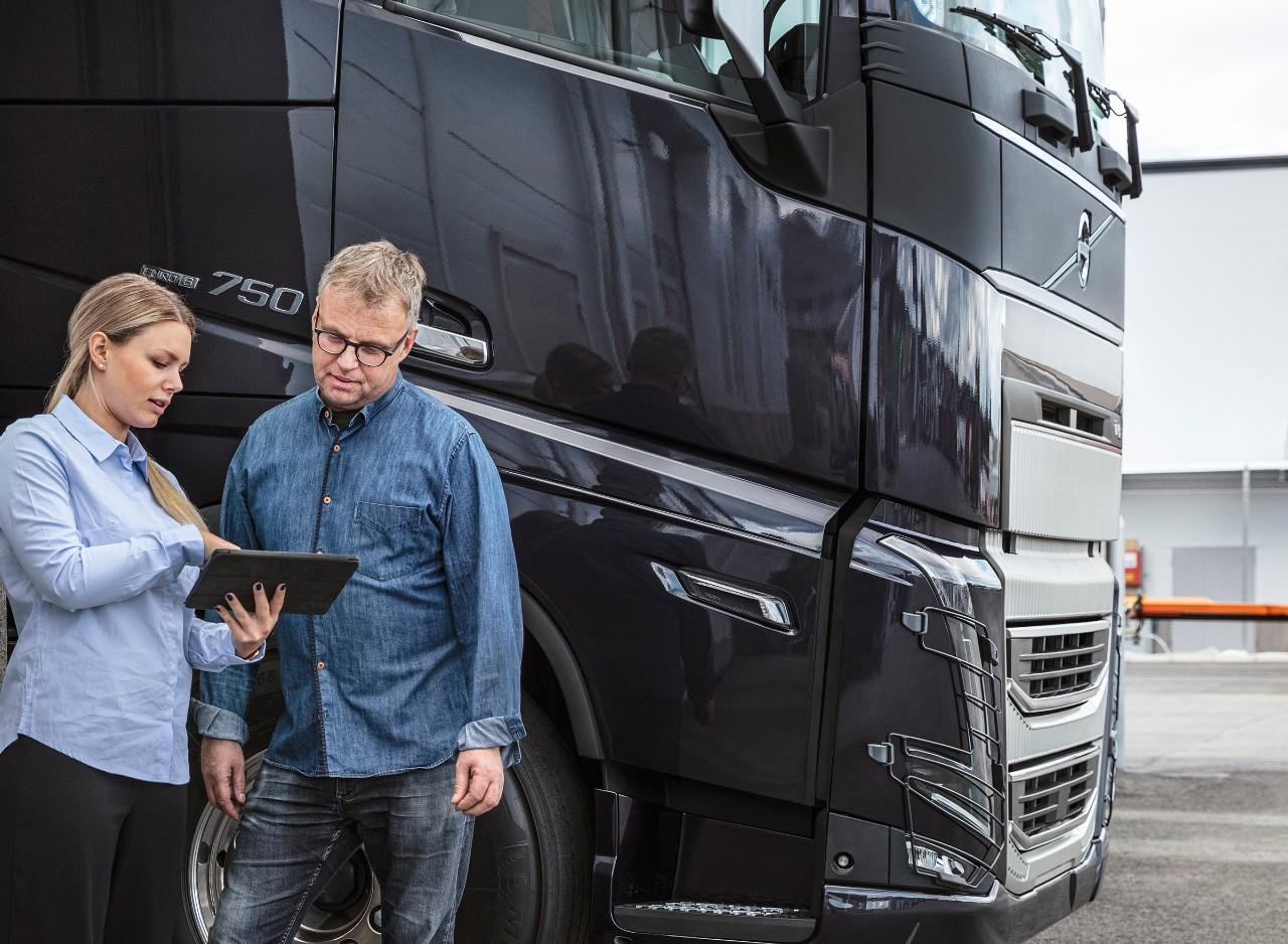 Työntekoa kannettavalla tietokoneella – Volvo Connect